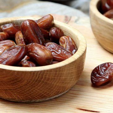 Dates Nutrition Facts ( With Complete Infographic!)